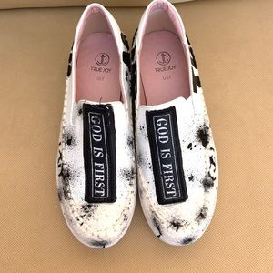 8ccd9a851153 True Joy Fashion Sneakers
